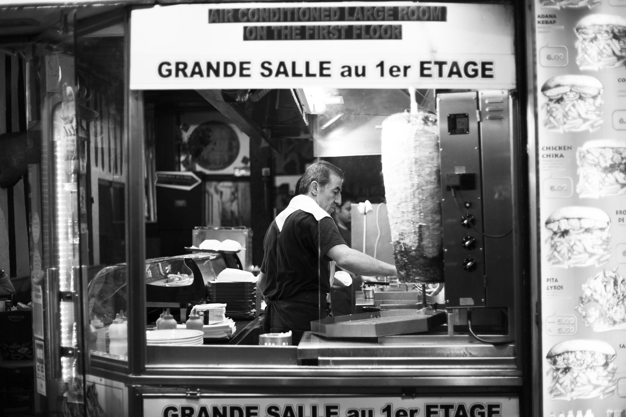 """""""Cooking time"""" - Rue de la Huchette, Paris (2017). © Clémence Rougetet"""