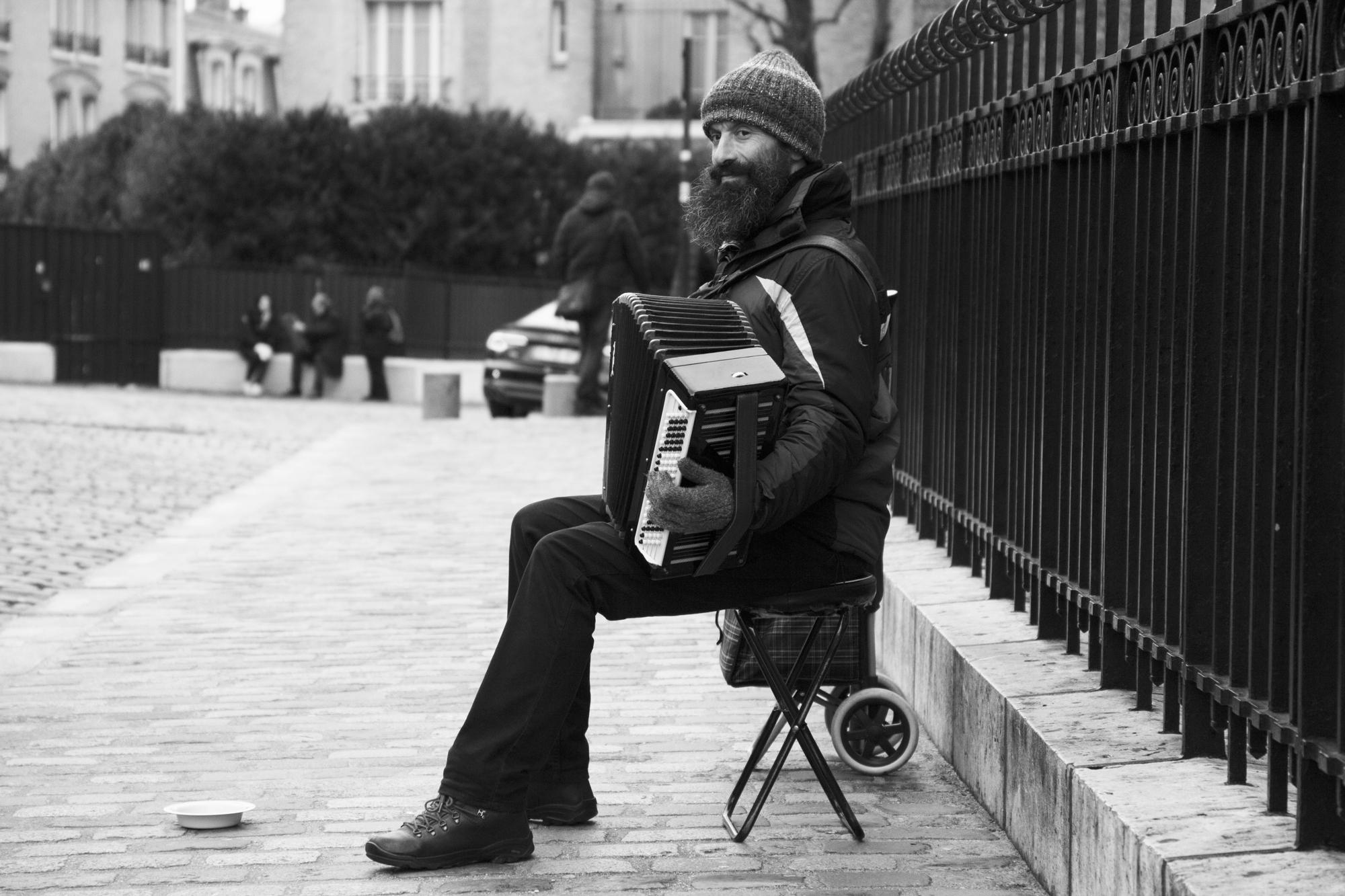 """""""Play on"""" - Montmartre, Paris (2017). © Clémence Rougetet"""