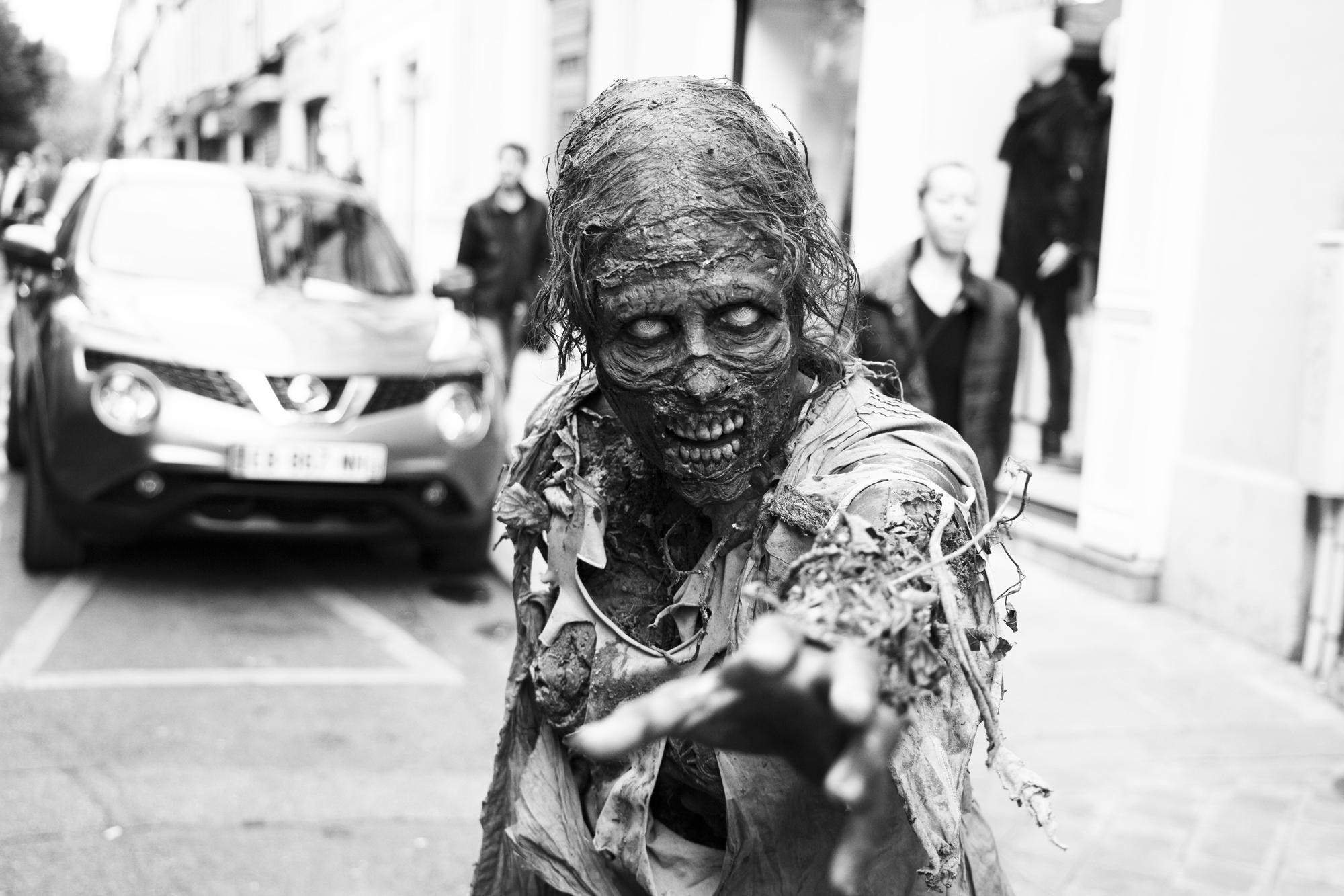 """Take my hand"" - Zombie Walk, Paris (2017). © Clémence Rougetet"