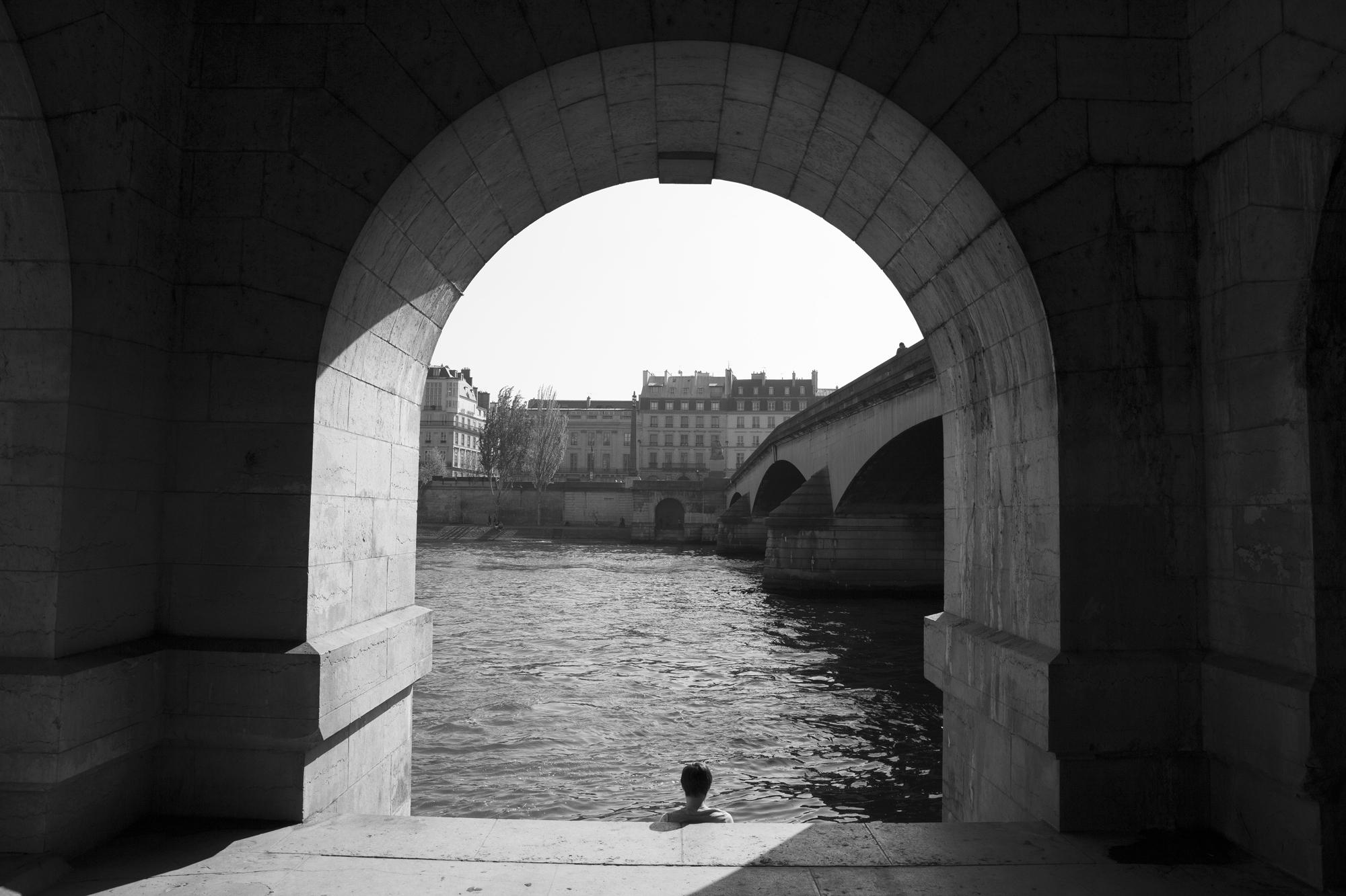 """""""Light perspective"""" - Quai François Mitterand, Paris (2017). © Clémence Rougetet"""