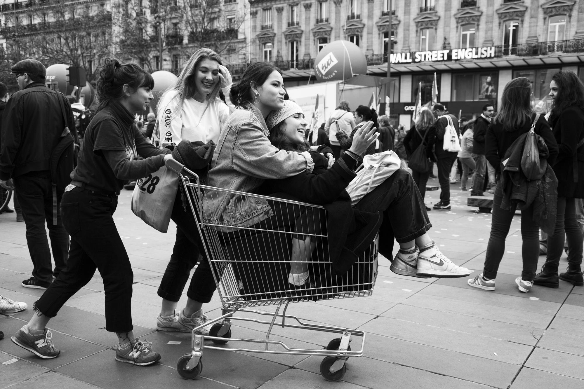 """""""Forever young"""" - Rassemblement des fonctionnaires, Place de la République, Paris (2017). © Clémence Rougetet"""