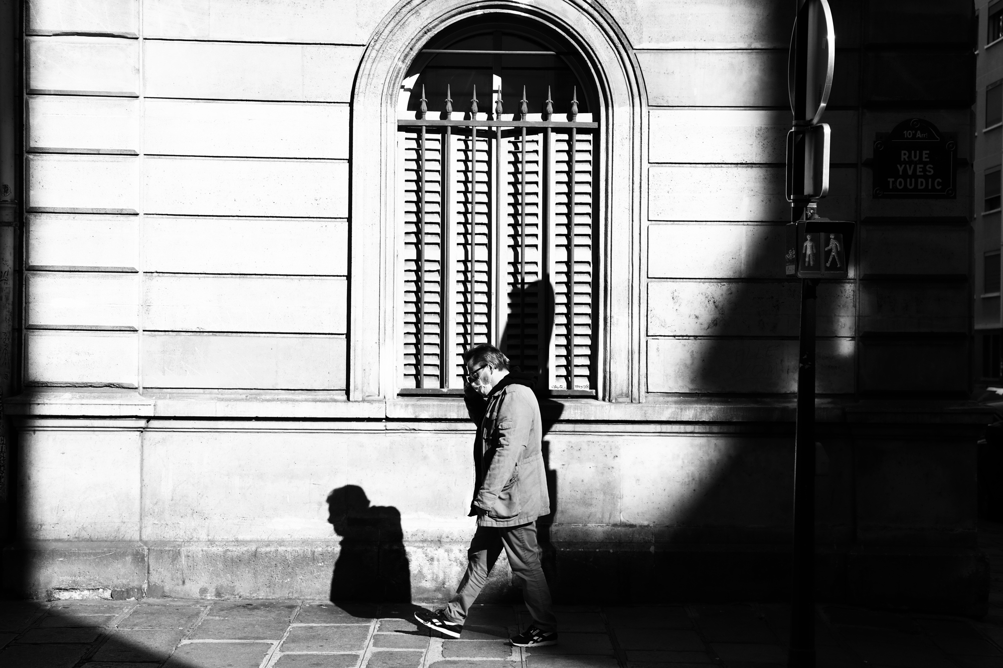 """Sun walking"" - Paris (2020). © Clémence Rougetet"