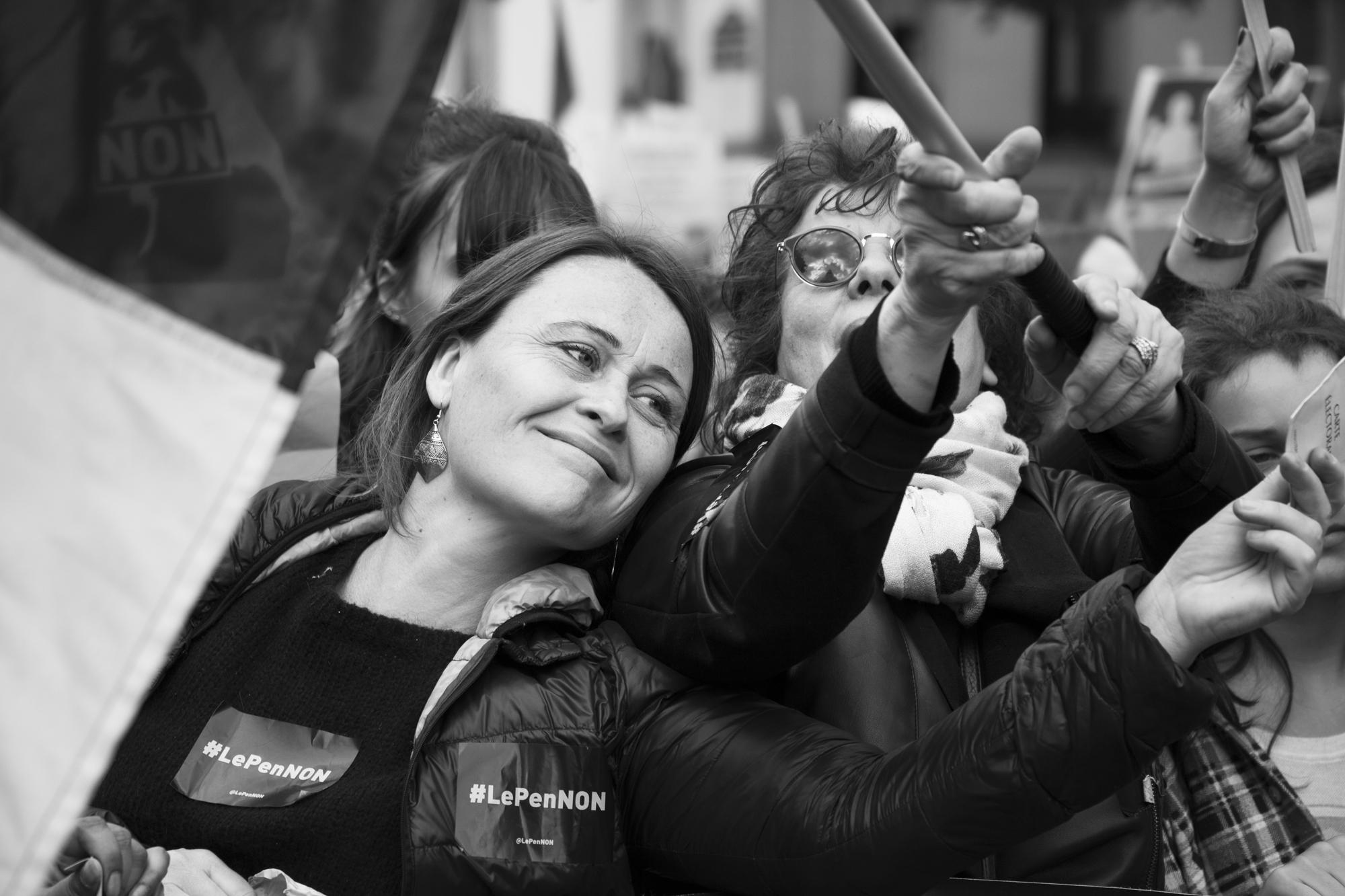"""""""Just vote"""" - Rassemblement du 1er mai. Boulevard du Temple, Paris (2017). © Clémence Rougetet"""