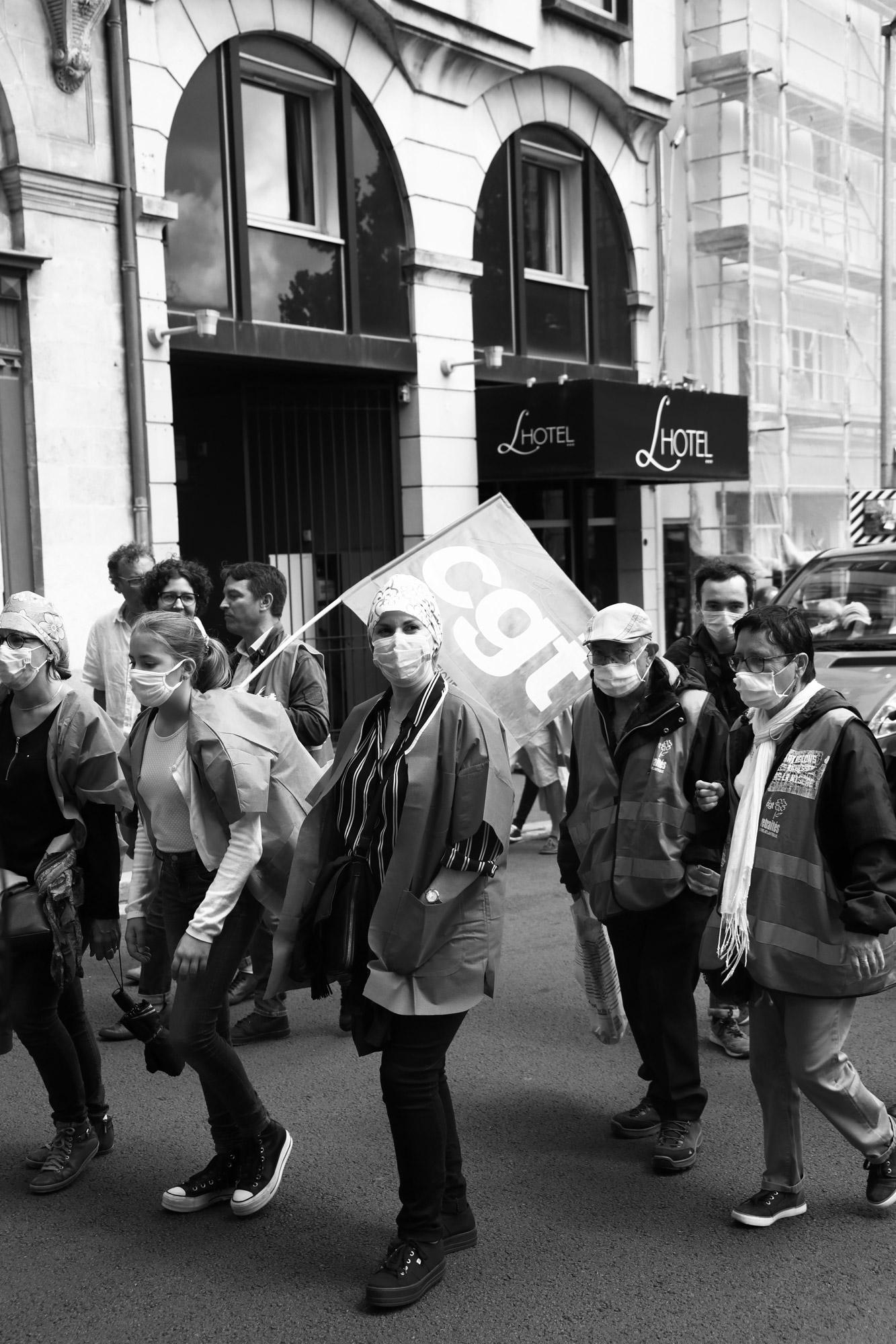 """""""Don't forget her"""" - Manifestation des personnels de santé, 30 juin 2020. Rue Henri IV, Nantes. ©Clémence Rougetet"""