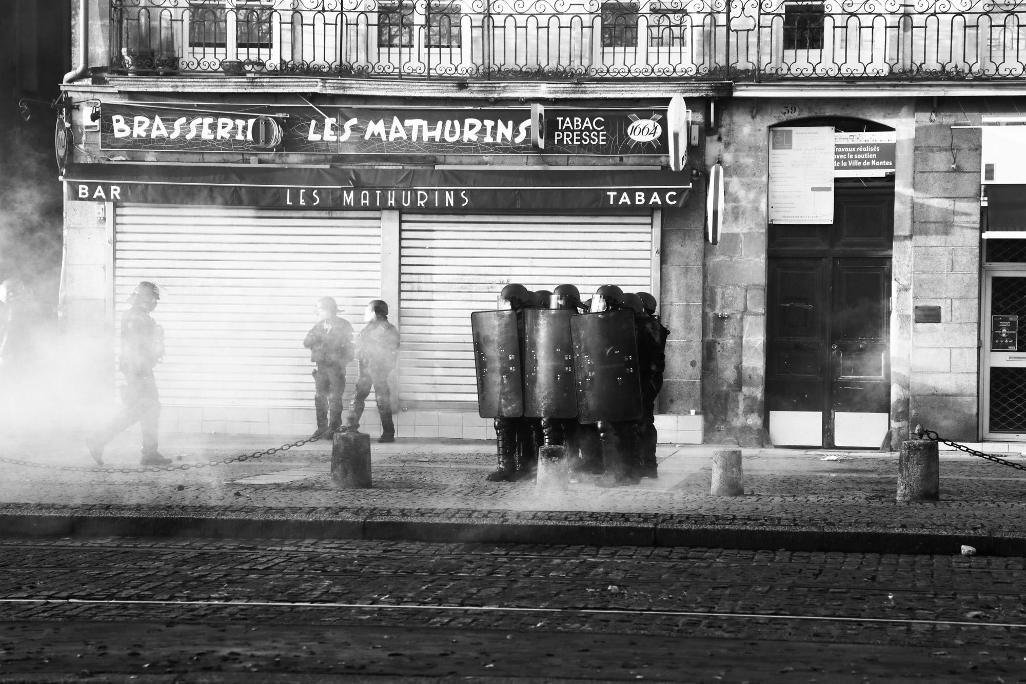 """""""Hold on"""" - Manifestation contre la Loi Sécurité Globale, Nantes (5 décembre 2020). ©Clémence Rougetet"""