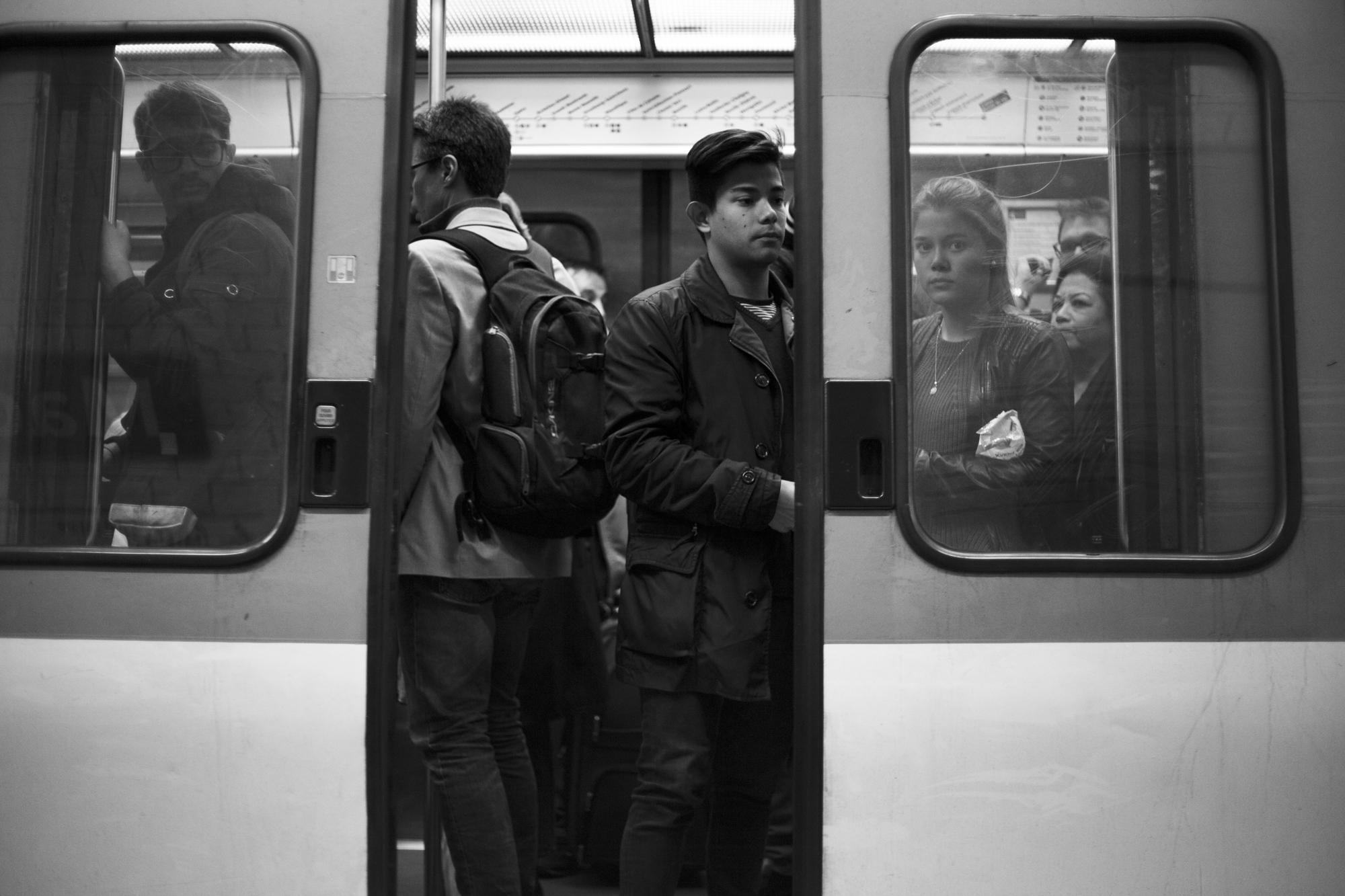 """""""Closing doors"""" - Métro ligne 8, Paris (2017). © Clémence Rougetet"""