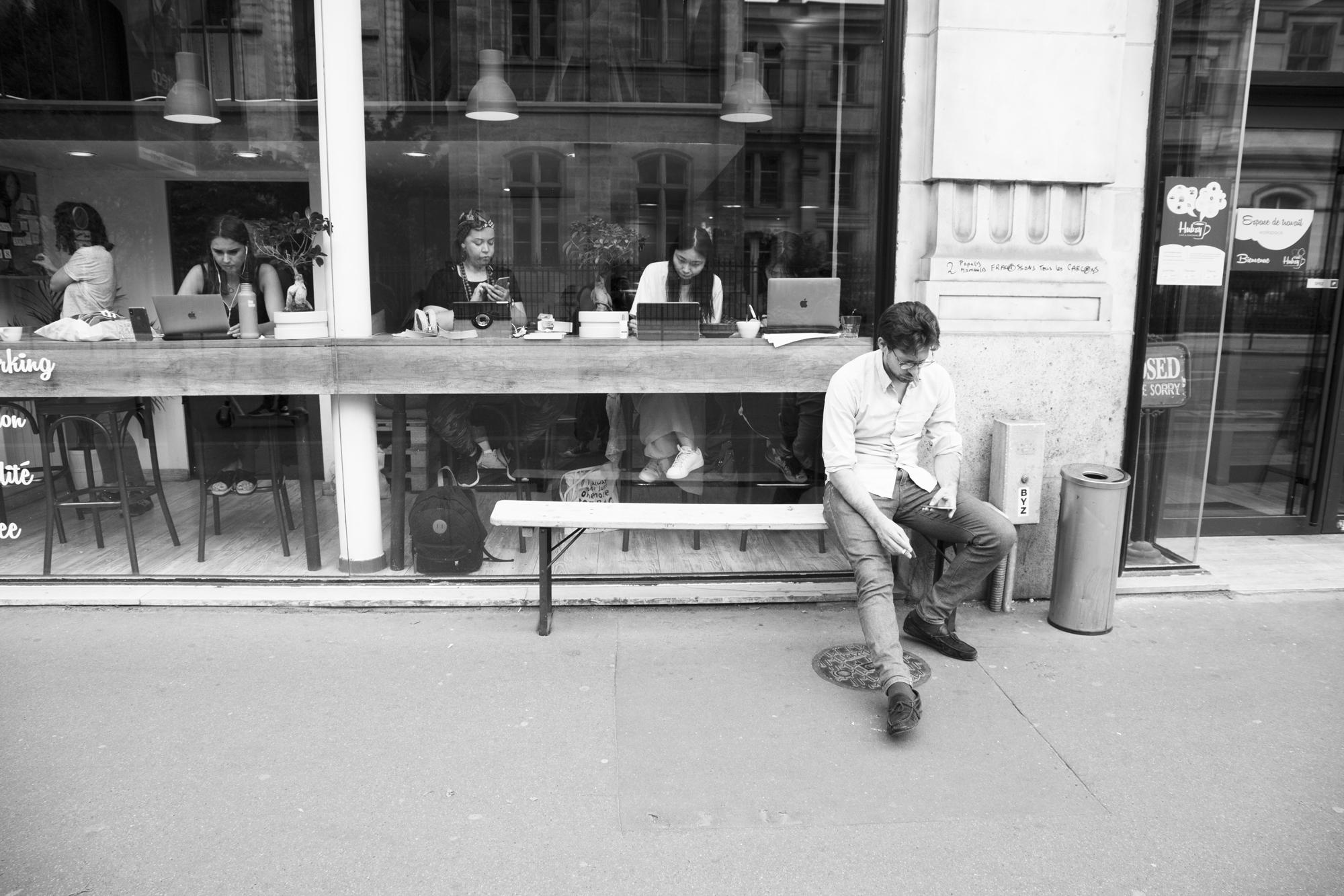 """""""No look"""" - Rue Réaumur, Paris (2019). © Clémence Rougetet"""