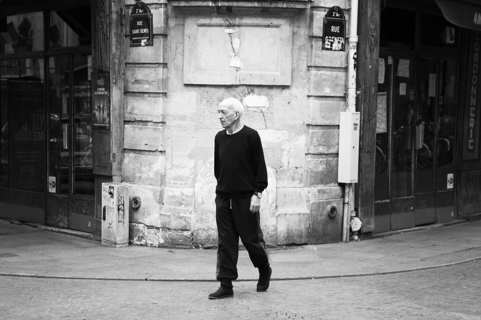 """""""Man in black"""" - Rue Saint-Denis, Paris (2017). © Clémence Rougetet"""