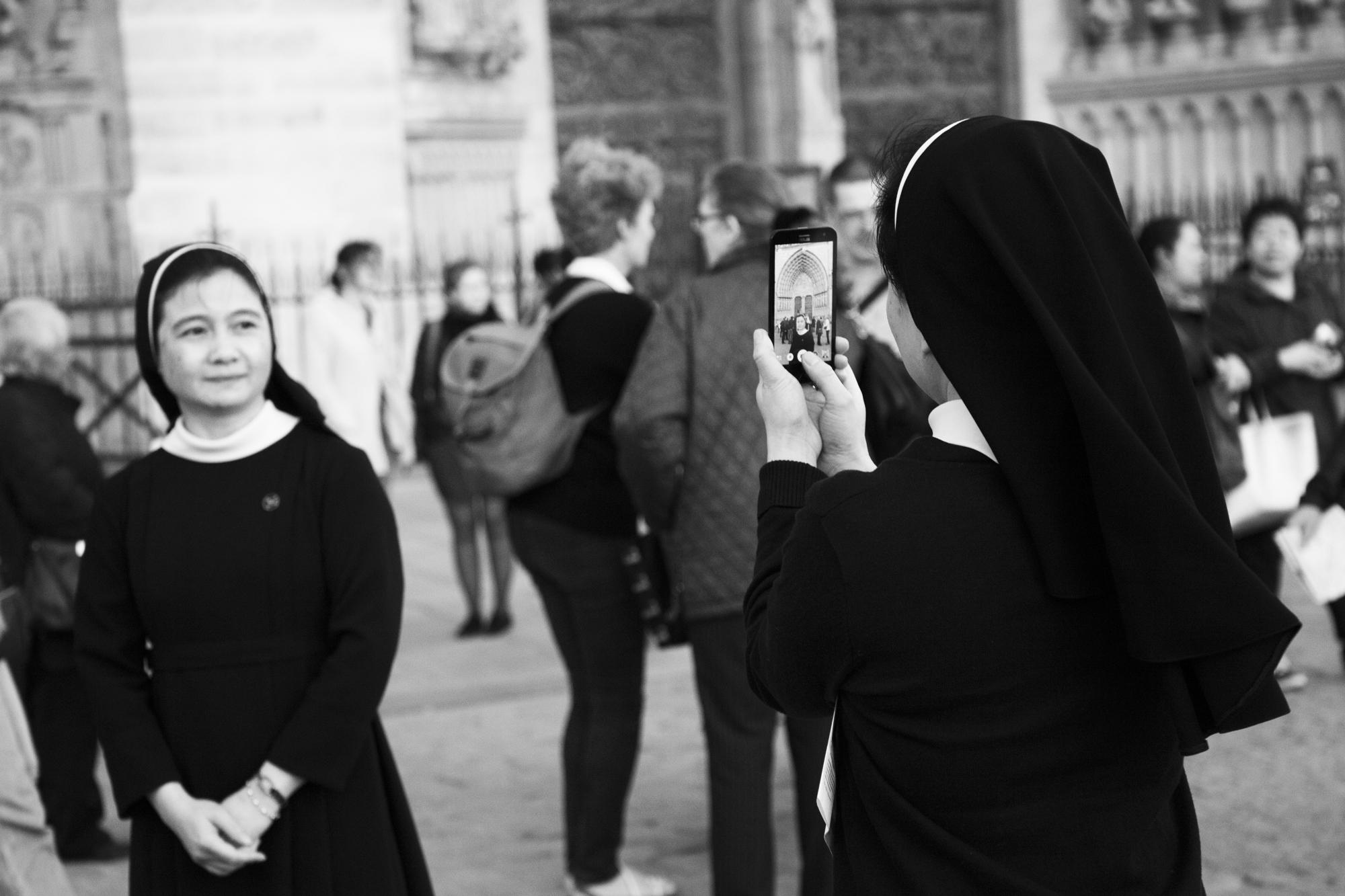 """""""Connexions"""" - Parvis de Notre-Dame, Paris (2017). © Clémence Rougetet"""