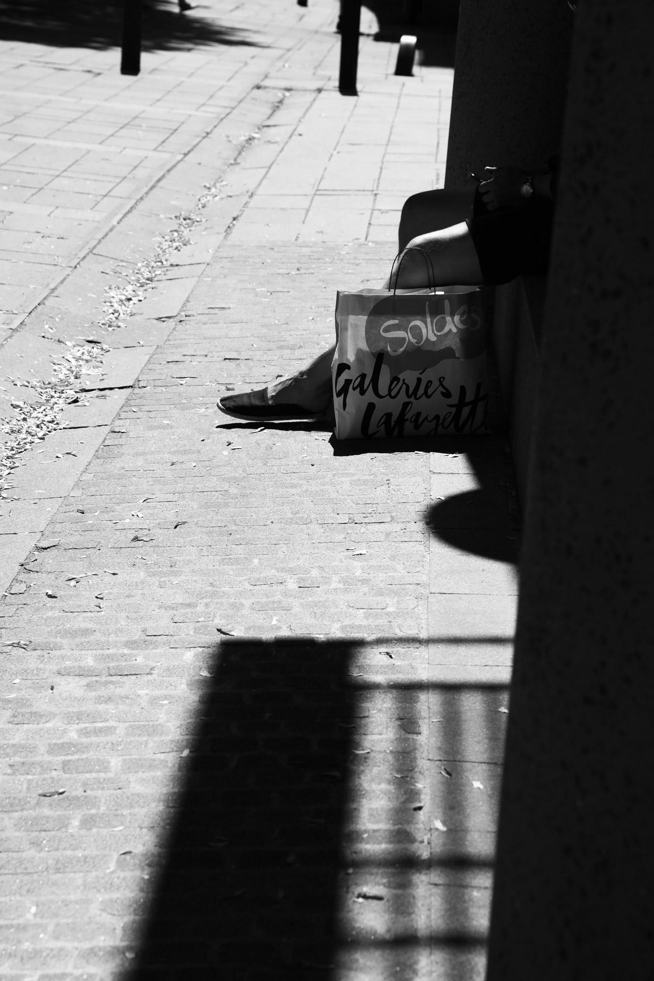 """Feet on sale"" - Allée des Tanneurs, Nantes. ©Clémence Rougetet"