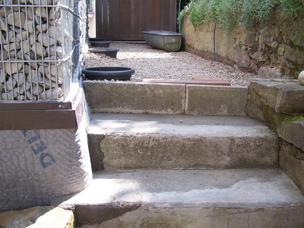 instandgesetzter Treppenaufgang zum Bohlenweg.