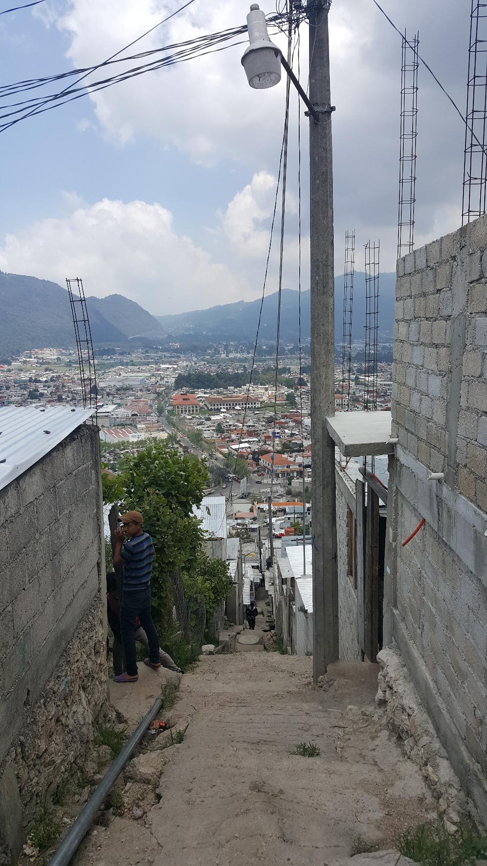 Die Sicht auf die Stadt von etwas außerhalb