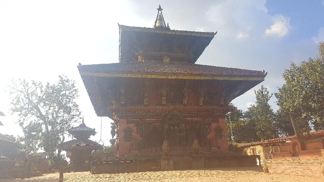 Der Changu-Tempel ohne Gerüst(!)