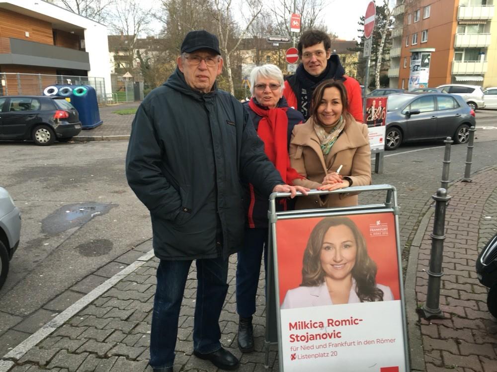 Milkica Romic Infostand- Wahlkampf - Kommunalwahl 2016