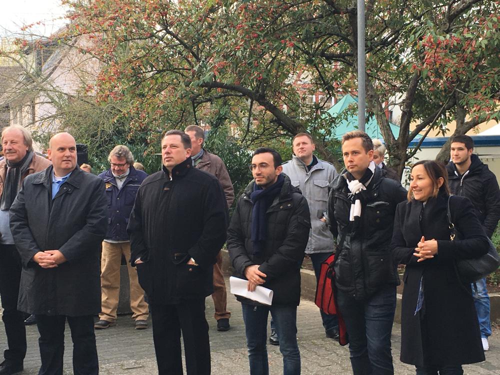 Weihnachtsmarkt in Sindelfingen mit Stadtverordnetenvorsteher Stephan Siedler, Stadtrat Mike Josef, Dr. Olliver Strank