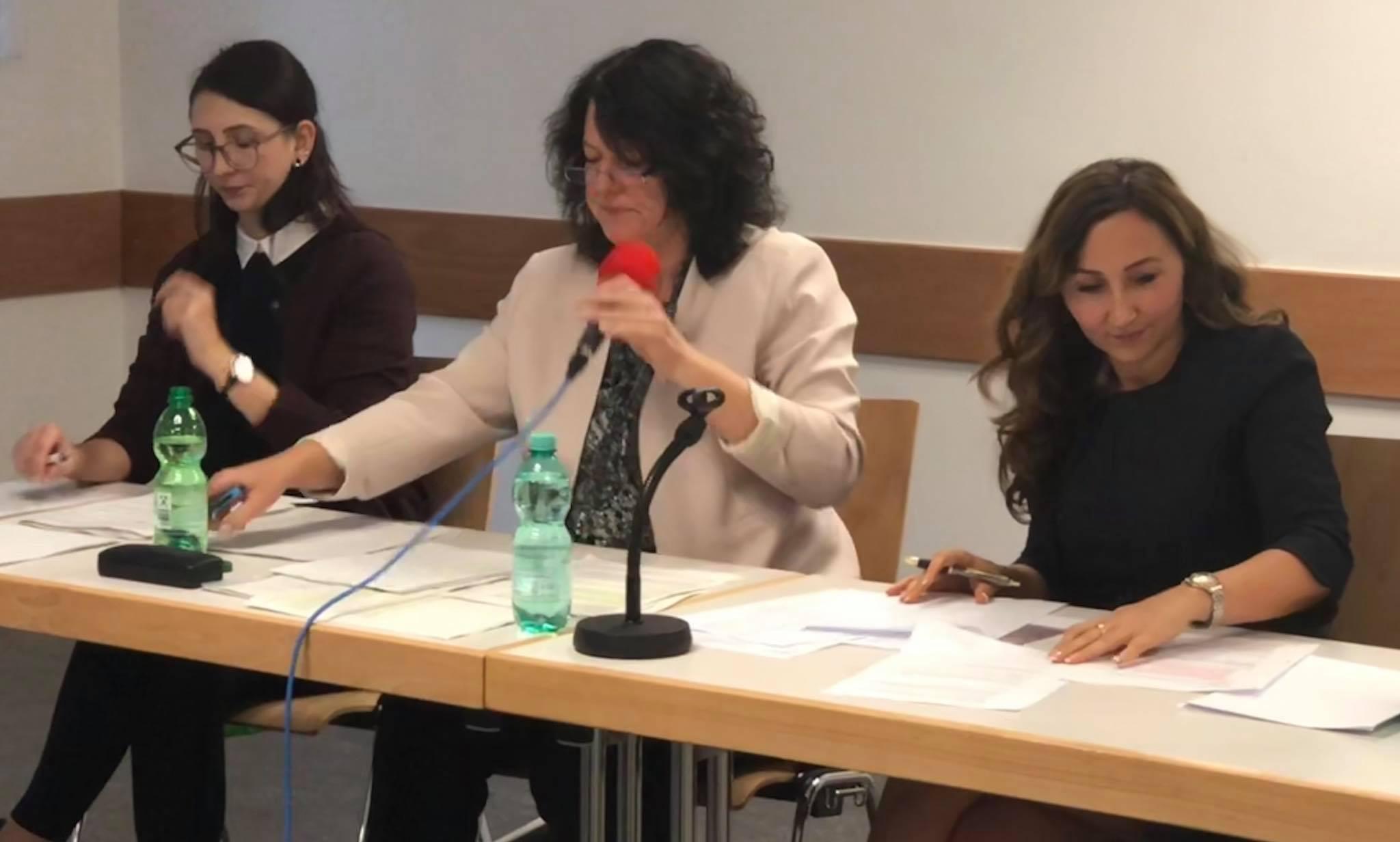 Milkica Romic (Milli) mit Bildungsdezernentin Sylvia Weber beim Forum Bildung in Nied