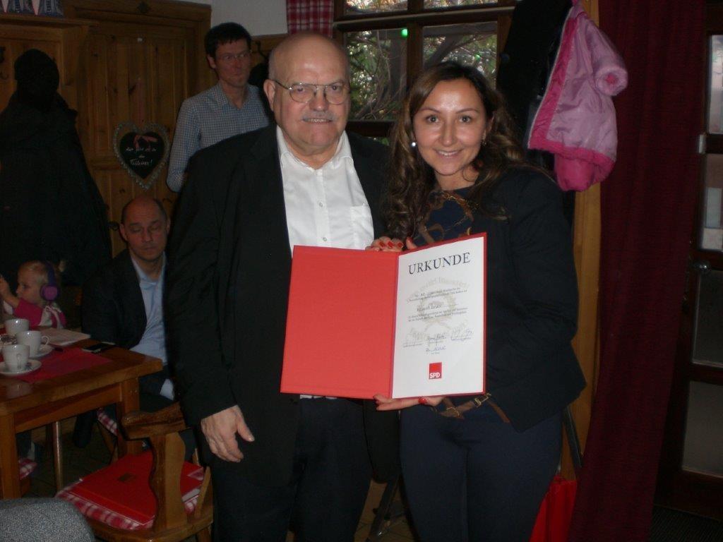 Milkica Romic mit Klaus Oesterling bei der Jubilahrenehrung