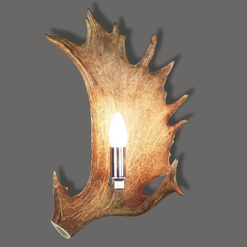 Wandlampe_aus_Hirschgeweih_mit_Kerzenbirne_vom_Damwild