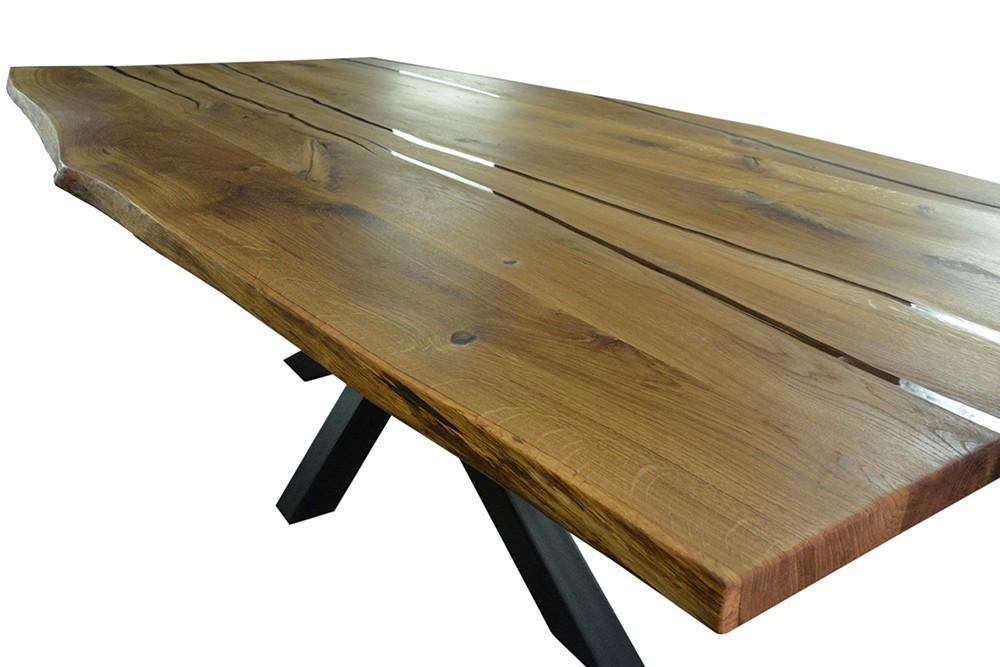 Tischplatte-aus-Eiche-mit-Epoxidharzfuellung-Behandlung-mit-Oel