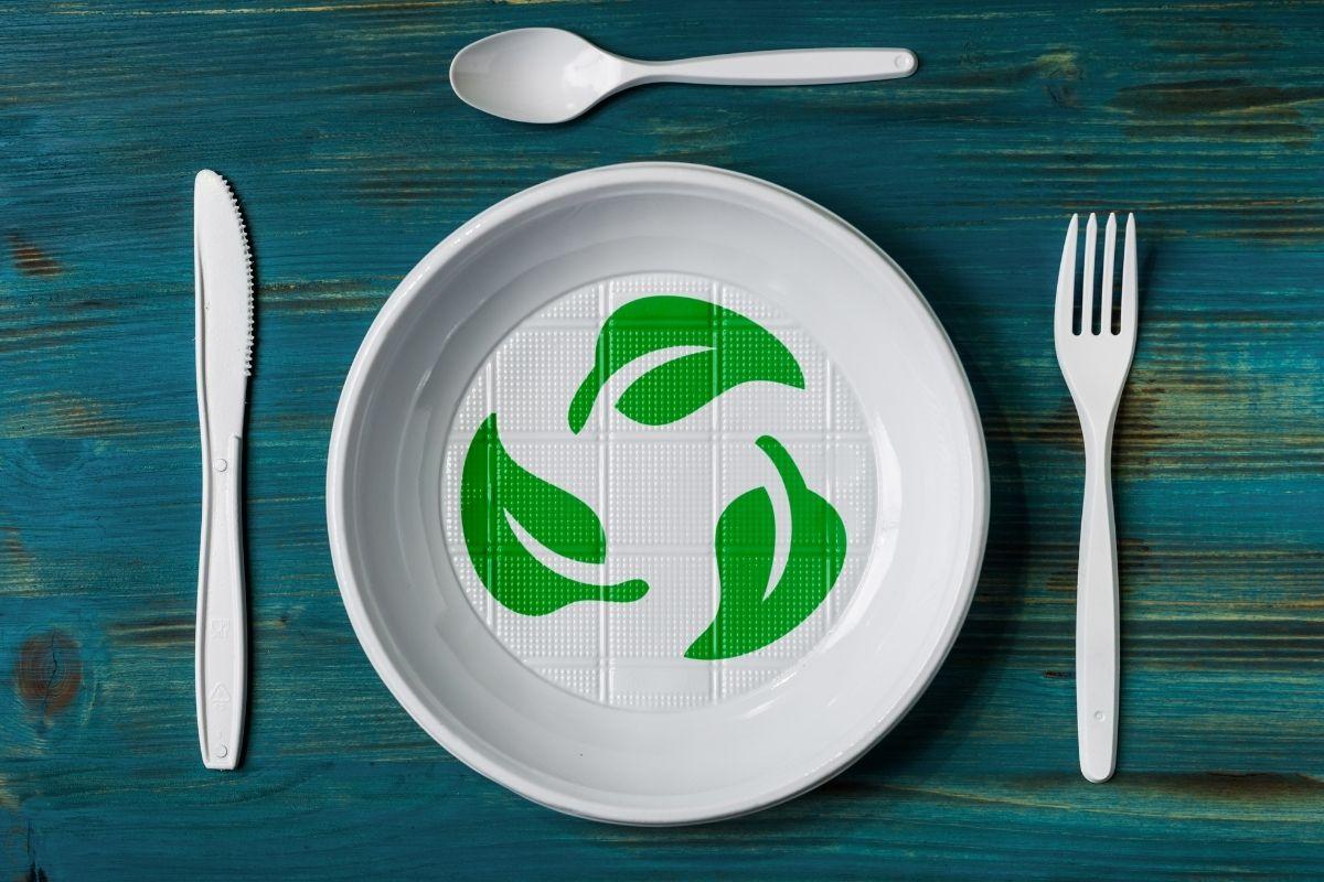 Los investigadores han creado un material a base de plantas que puede reemplazar a los plásticos de un solo uso ...