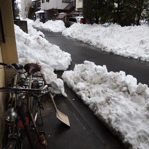 ご近所さんのお手伝いもあって雪かきほぼ終了しました