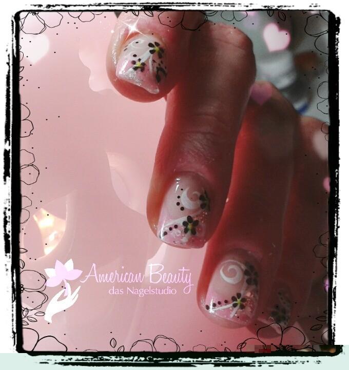 Gel Nägel: Pink French mit kleiner Malerei