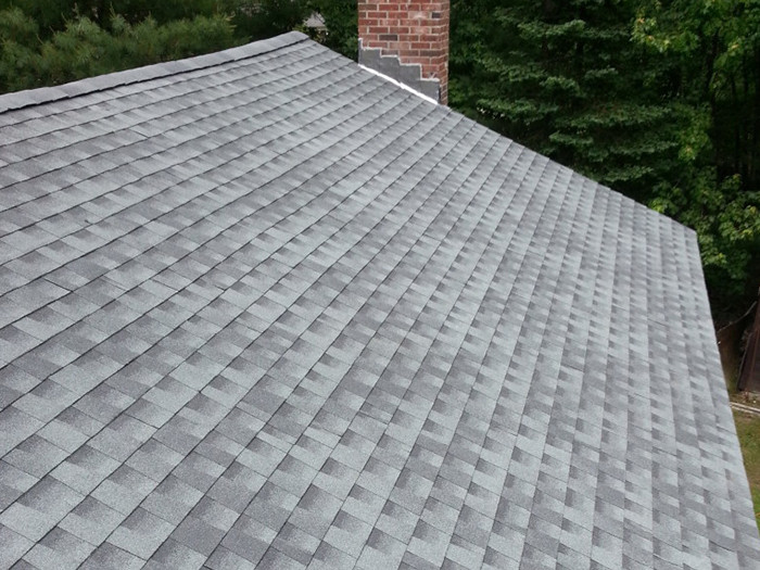 Dach po renowacji z wykorzystaniem gontów GAF Timberline HD w kolorze Slate