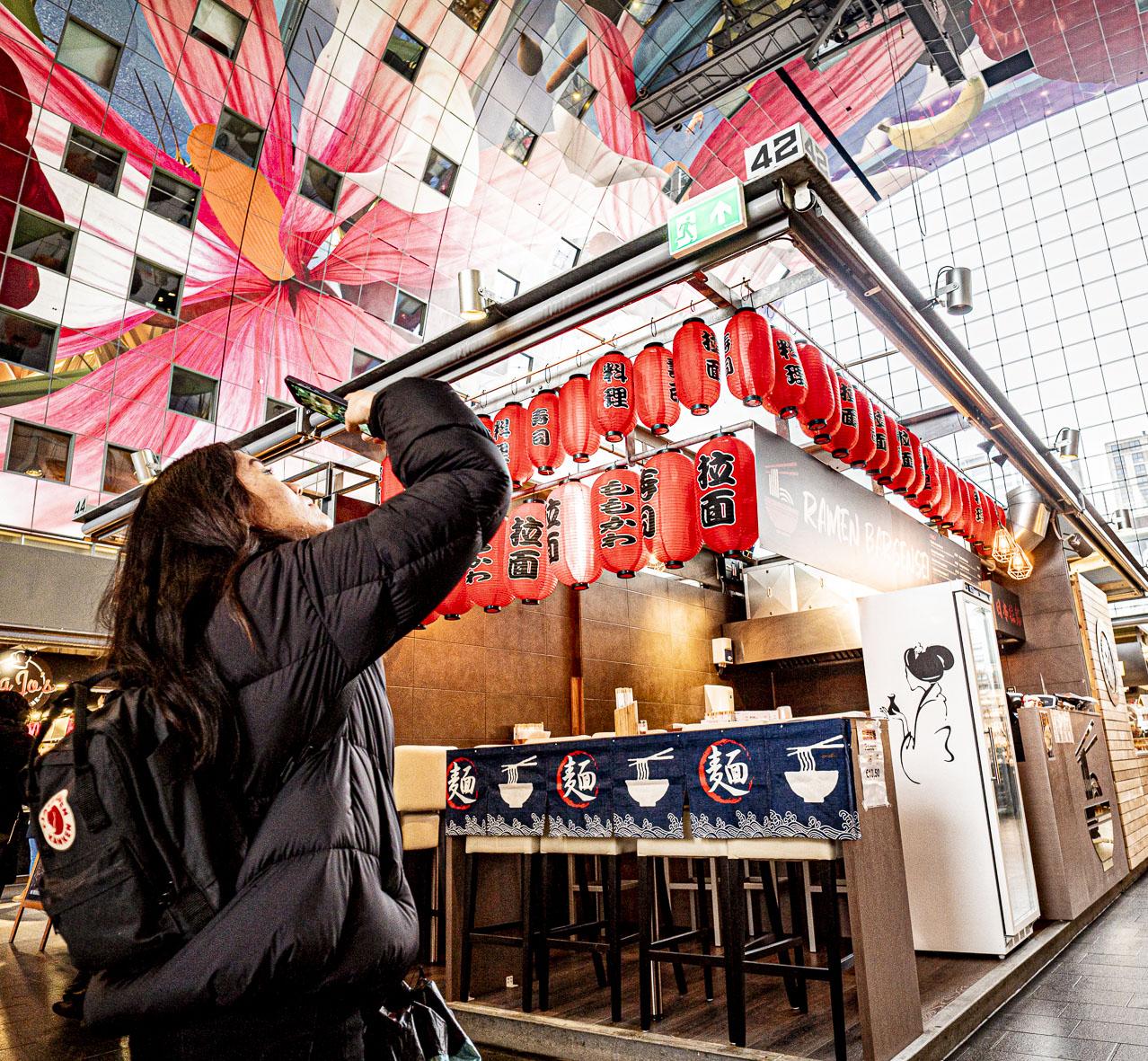 Rotterdam Market Hall asian visitor  ©martin_schitto @fotomartsch