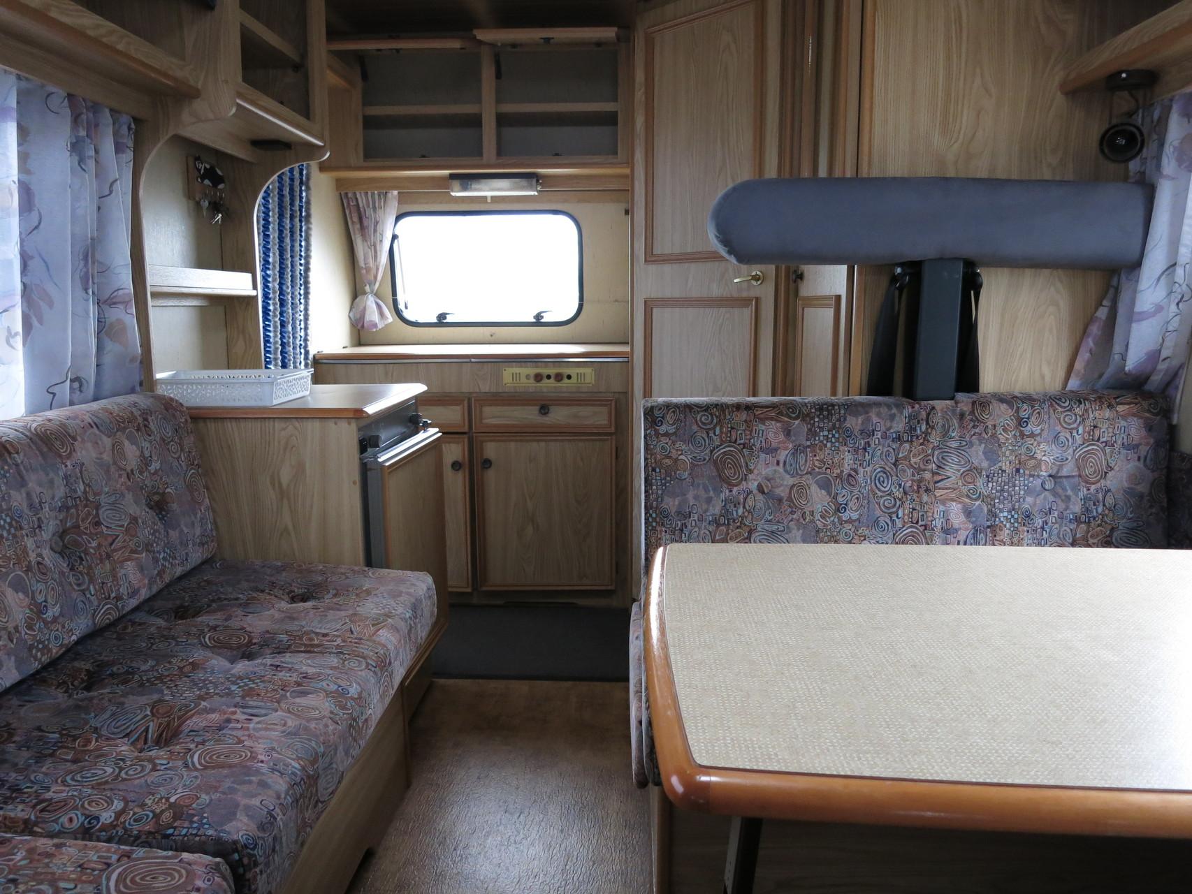 Küche im Heck des Fahrzeugs