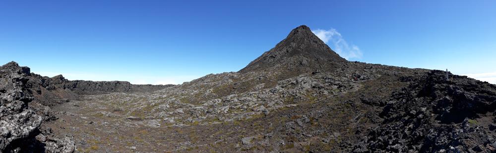 Der Pico - mit 2351m der höchste Berg Portugals. In 2,5h kann man den Gipfel von etwa 1000m Höhe aus erreichen.