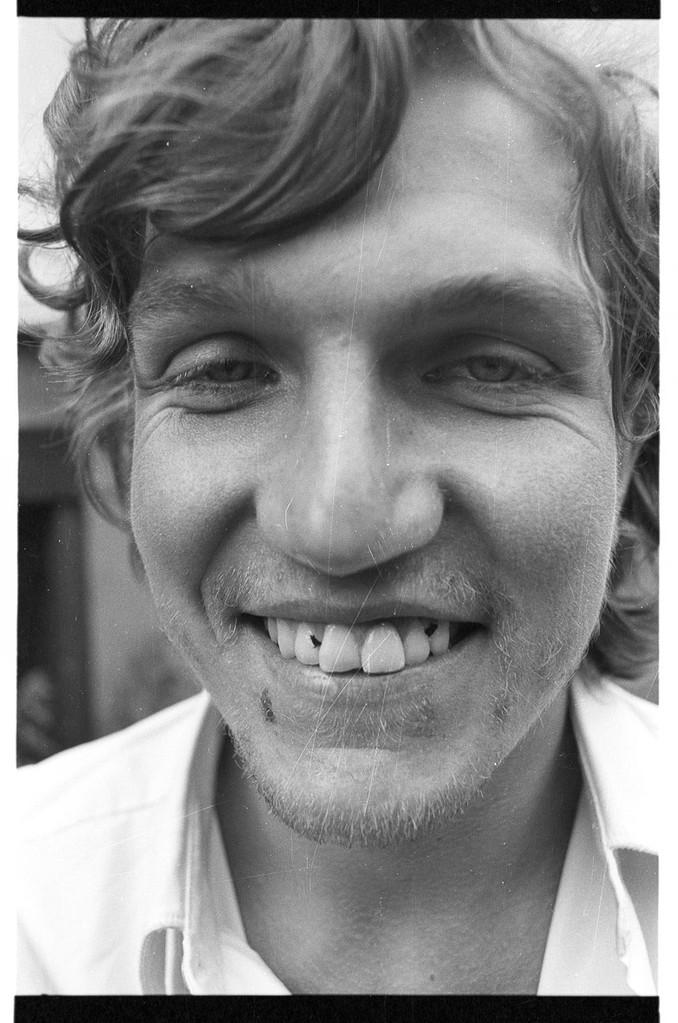 vor Motorradkeller: (v.l.n.r.:) Tom Höfler