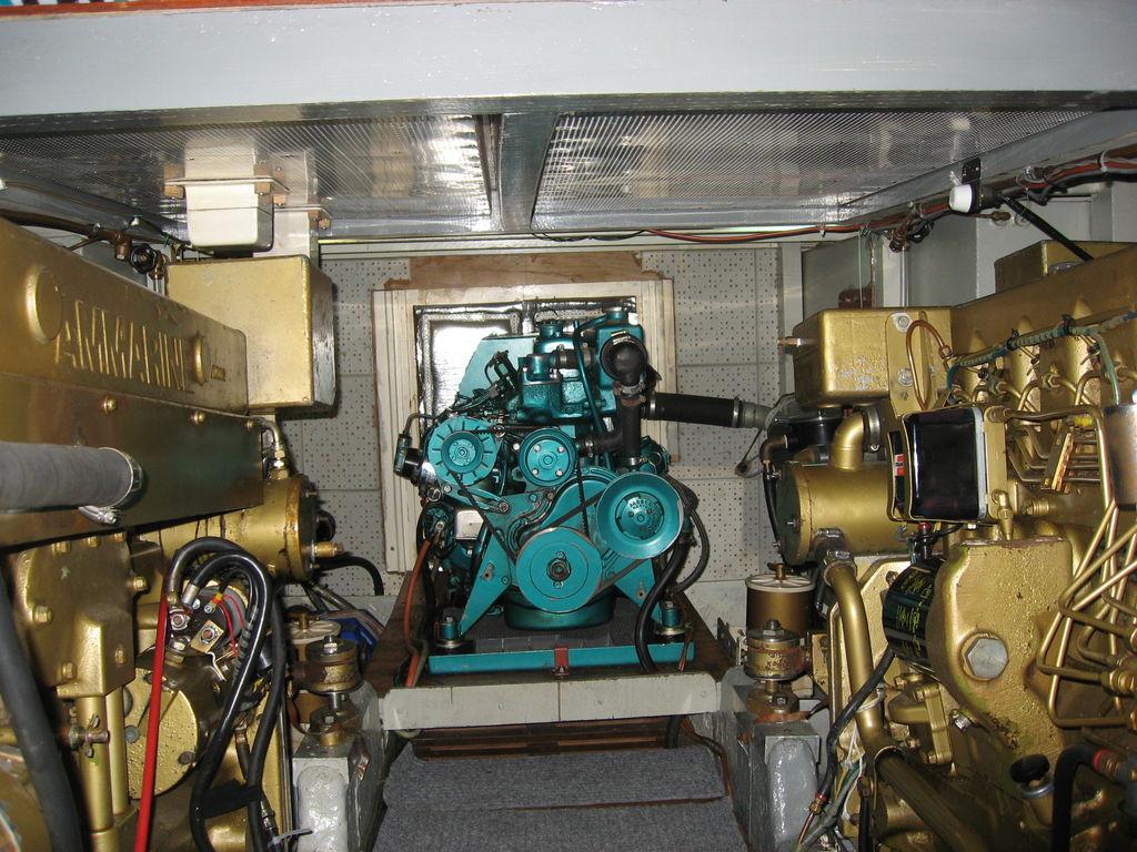2 x John Deere Ammarine 6404 D, Onan-Generator