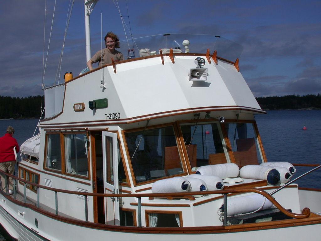 Kirsi inspeziert das Boot