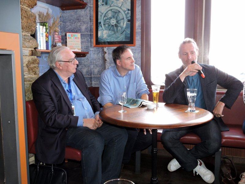 Samedi 18 h, café littéraire consacré au lauréat du Prix Henri-Queffélec, en présence du président…