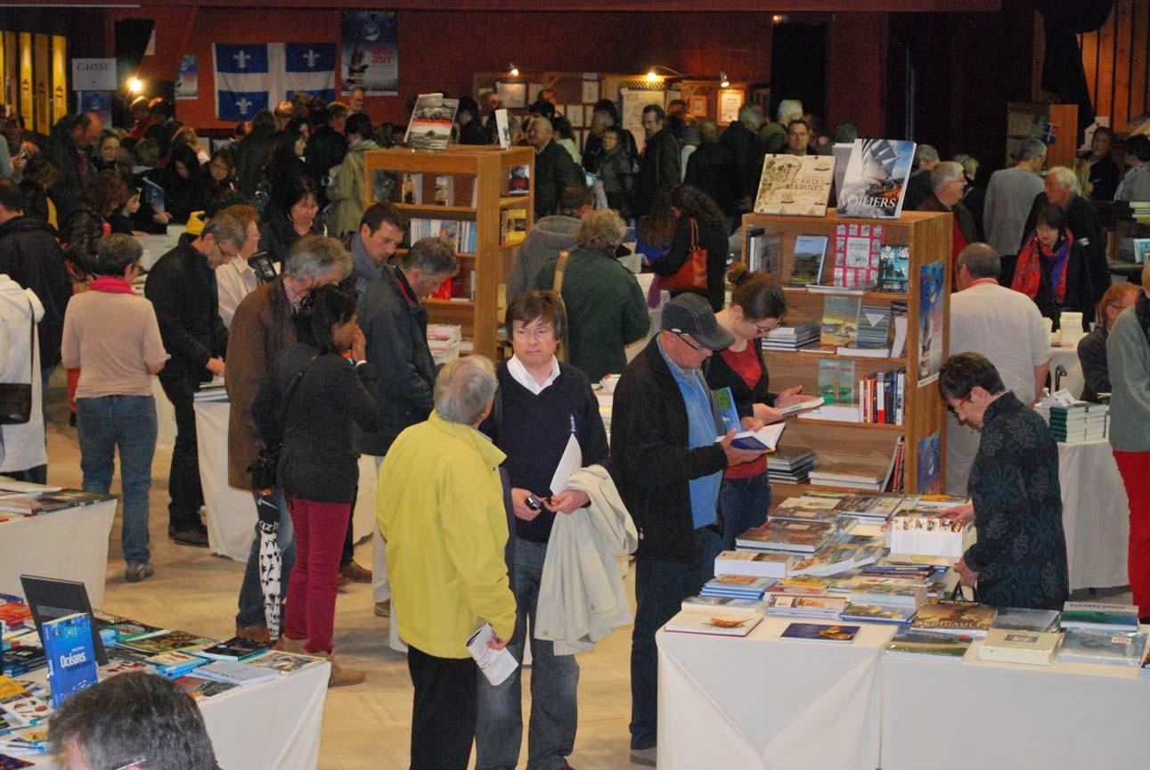 Dans la librairie du festival ©Delignières