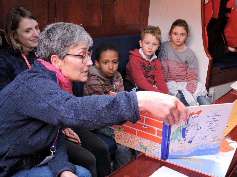 Lectures pour les enfants dans le carré de la Grande Hermine