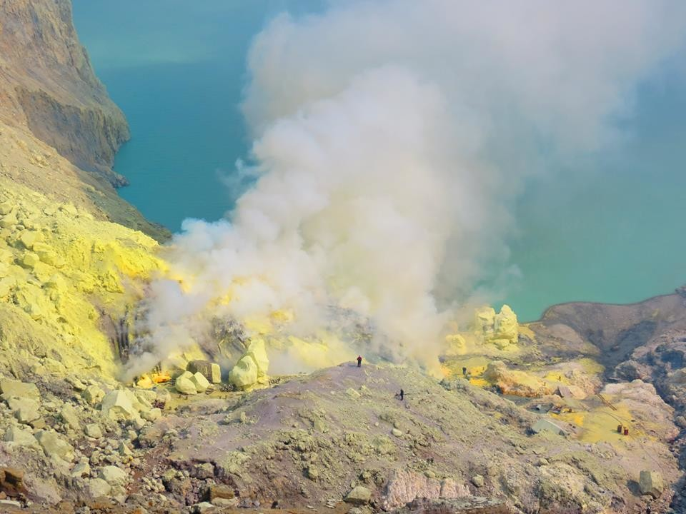 Kawah Tour: Marvel at the most beautiful and surprising craters of Indonesia.