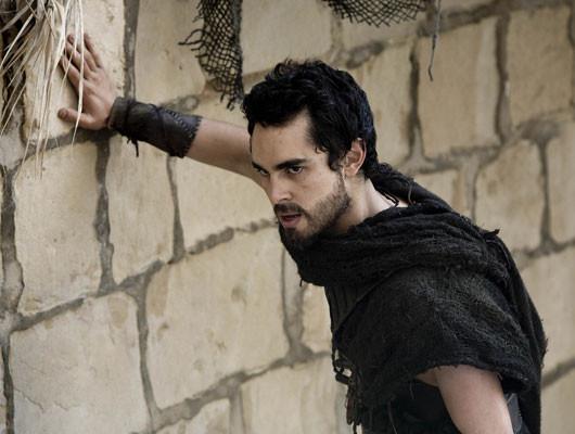 Davo (actor Max Minghella), un esclavo cristiano enamorado de Hipatia.