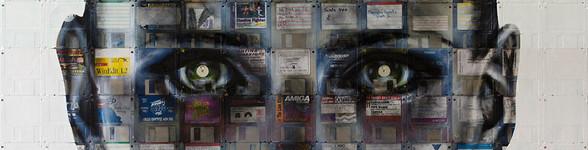 Utiliza el anillo circular o CD's de los disquetes para los ojos en sus retratos.