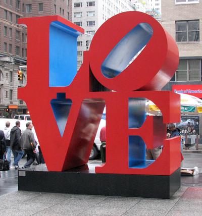 """Escultura """"Love"""" en la Sexta Avenida de Nueva York."""