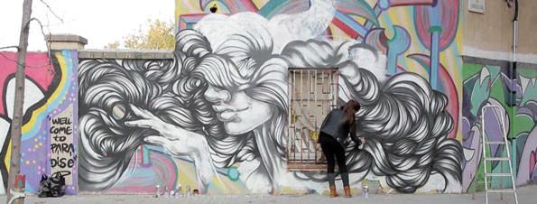Paola Delfín estuvo en Barcelona para realizar uno de sus murales