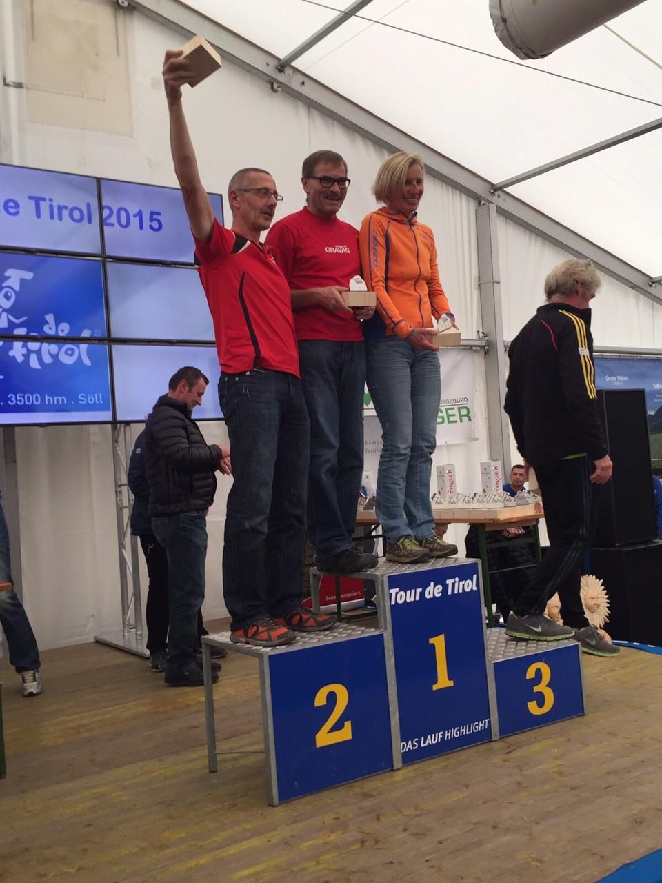 So:  Siegerehrung Gesamtklassement (1/2) -  dem Deutschen hatte es zuviele Schweizer auf dem Podest