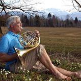 barfuß barefoot Lorenz Kerscher mit Trompete