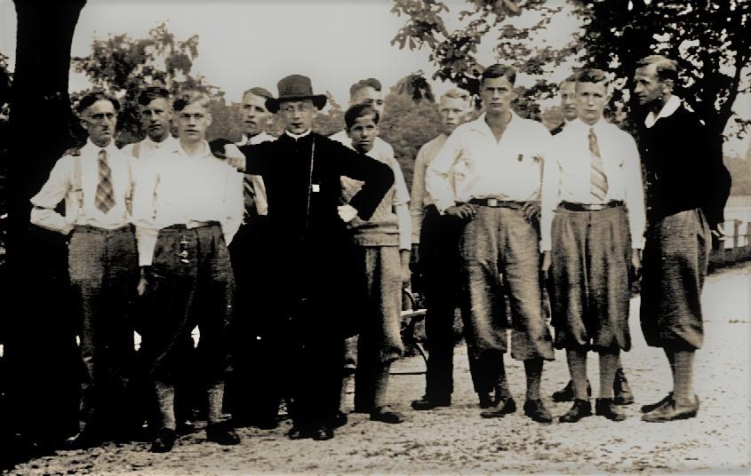 Die Esloher Gesellen mit Präses Phillip Todt im Juni 1933 in München