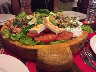 Un régal de légumes bulgares  Même ces messieurs ont apprécié !!!!!