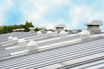 ▲屋根に設置された8基の採光ドーム