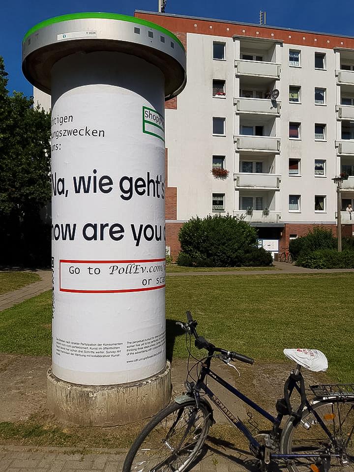 """""""Survey Art: Wie gehts"""", 2020, Koitenhaeger Landstrasse/Tolstoistrasse."""