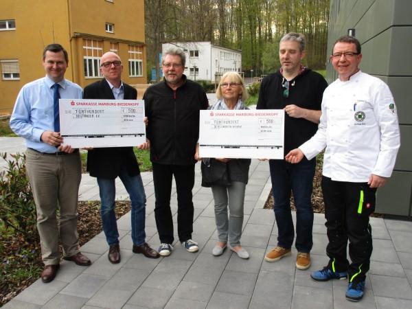 Die drei Vorsitzenden Philipp Starker (links) Michael Faulhaber und Andreas Buß (beide rechts) und Rechner Thomas Heck (2.v.l.) übergeben die Spenden an Seiltänzer e.V und St. Elisabeth-Hospiz - jeweils 500 € zur Unterstützung ihrer caritativen Arbeit