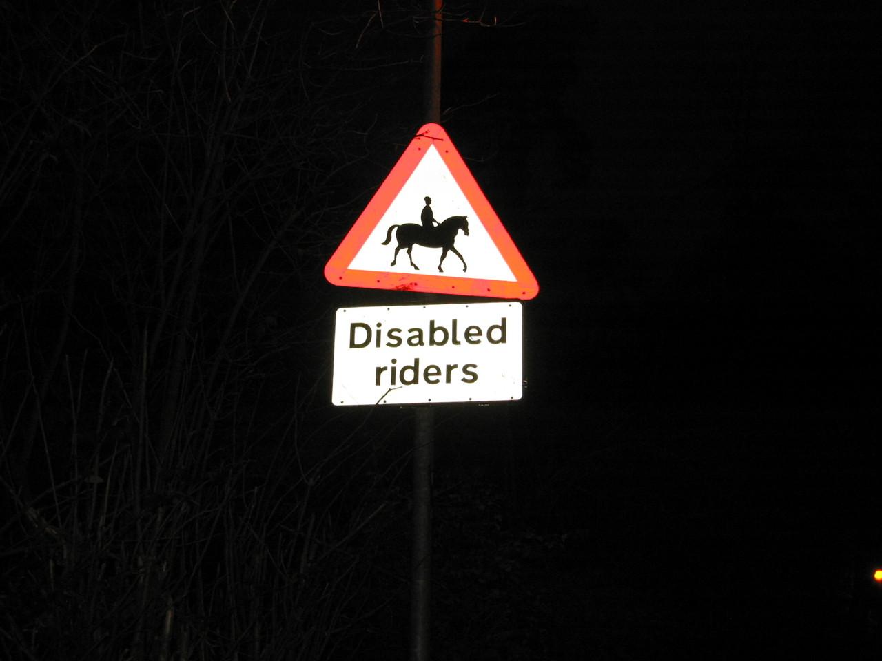 Achtung: Behinderte Reiter