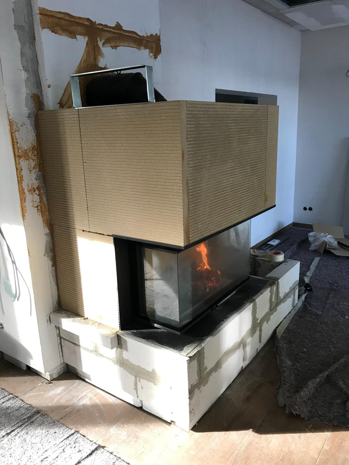 Die Kaminverkleidung ist aus Grenasisol-Kaminbauplatten mit einer Stärke von 40 mm gefertigt worden.
